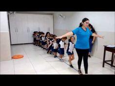RECREAÇÃO ESCOLAR (DINÂMICA DO BASTÃO) - YouTube Physical Activities For Kids, Physical Education Games, Preschool Learning Activities, Kids Education, Fun Classroom Games, Kindergarten Games, Drawing Games For Kids, Outdoor Games For Kids, Yoga For Kids
