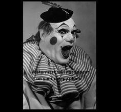 This clown is creepy. Creepy Carnival, Creepy Clown, Scary, Crazy Halloween Costumes, Clown Photos, Weird, Photograph, Vintage, Amazing