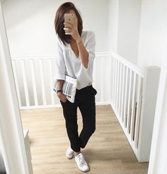 """Retour à Nantes  ┊Outfit • blouse @latelierdecamille • pantalon à pinces @Zara (new) • Stan Smith @adidasoriginals & pochette Zara (old) #ootd…"""