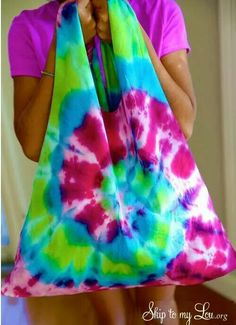 Turn an old t-shirt into a bag!! How cool