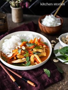 Red Thai curry with chicken - Rezepte - Salad Hamburger Meat Recipes, Sausage Recipes, Chicken Recipes, Asian Recipes, Mexican Food Recipes, Healthy Recipes, Ethnic Recipes, Healthy Food, Red Thai