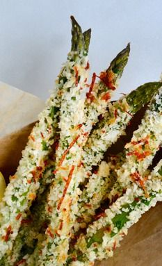 Baked Asparagus Fries with Roasted Garlic Aioli.I didn't try the aioli so I can't approve that but the asparagus fries were yummy. Only make half of the panko crumb mixture, that was plenty. Vegetable Recipes, Vegetarian Recipes, Cooking Recipes, Healthy Recipes, Asparagus Fries, Baked Asparagus, Roasted Garlic Aioli, Vegetable Dishes, I Love Food