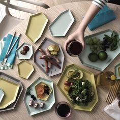 盛り付けて並べるだけで、シンプルなアウトドア料理さえもアーティスティックな風景になる、6月にideacoから発売される「Shimamori」の紹介。4種類あるすべてのサイズはスタッキングができるので、コンパクトに収納できるのもうれしい。