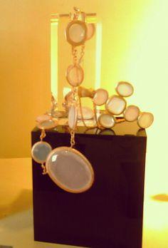 Gargantilla y cadena con cruz de plata bañada y cuarzo rosa.http://marberaltabisuteria.mitiendy.com/categorias/pulseras
