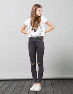 White log crop tee with ripped black skinny jeans for girls. Adorable tween fashion, would be a cute outfit on a girl or 10 year old too. Must have for spring, summer, fall, or fall! Casual Outfits For Teens, Cute Girl Outfits, Kids Outfits Girls, Summer Outfits, Tween Fashion, Girl Fashion, Fashion Outfits, Fashion Ideas, Looks Teen