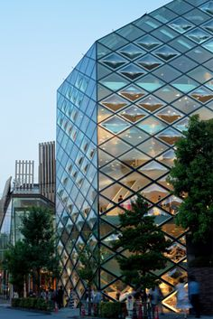 """HowStuffWorks """"The World's Most Awe-inspiring Glass Buildings"""""""