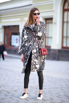 32 chic outfit ideas spotted at Moscow Fashion Week.