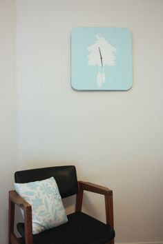 Modern Cuckoo Clock (from curbly)... Such a cute idea.