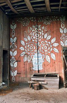 Painted house in the village of Zalipie, Poland | Photo by Szymon Narożniak