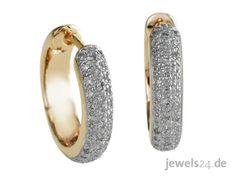 Diese feinen Creolen sind ein ganz besonderer Hingucker. Sie sind aus Gelbgold gearbeitet und mit insgesamt 88 Diamanten besetzt. Sie sorgen für einen glänzenden Auftritt. Besuchen Sie unseren Schmuck Shop www.jewels24.de und finden Sie viele weitere Diamantschmuckstücke, mit der Sie Ihrer Liebsten an Weihnachten Ihre Liebe beweisen können. #diamantschmuck #weihnachten #geschenkidee #weihnachtsgeschenk Gemstone Rings, Gold, Gemstones, Jewelry, Necklaces, Cheap Presents, Jewelry Shop, Beautiful Rings, Princess Cut