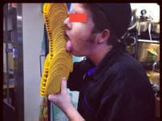 Guy licks Taco Bell shells and starts a nightmare for customers. A photo of a Taco Bell employee appearing to lick taco shells has gone viral, prompting a Ta. Fast Food Workers, Got Busted, Free Football, Facebook Photos, My Town, Like A Boss, Celebrity Gossip, Celebrity News, Reputation Management