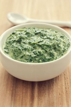 Boursin cheese makes a quick and easy sauce for fresh spinach, and a little Parmesan makes it extra-special. Spinach Egg, Creamed Spinach, Spinach Recipes, Vegetable Recipes, Popeyes Food, Fall Recipes, Holiday Recipes, Thanksgiving Recipes, Spaghetti With Spinach