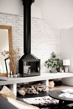 Home Fireplace, Fireplace Design, Fireplaces, Plywood Furniture, Home Living Room, Living Room Decor, Freestanding Fireplace, Wood Burner, Sweet Home