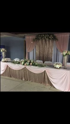 Head Table Wedding, Wedding Wall, Wedding Stage, Wedding Table Settings, Quinceanera Decorations, Quinceanera Party, Quinceanera Dresses, Decoration Evenementielle, Backdrop Decorations