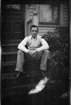 William Carlos Williams, 1914 William Carlos Williams, Writers And Poets, Person Of Interest, American Poets, American Literature, Love Affair, Famous People, Poems, How To Memorize Things