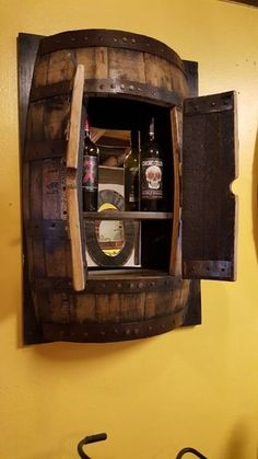 Bar barril Made from wine or whiskey barrels. This wall mount is a great way to showcase your style. Can be used as a liquor cabinet or to display home accessories. Barrel Projects, Wood Projects, Wine Barrel Crafts, Whiskey Barrel Furniture, Barrel Sink, Decorating Your Home, Diy Home Decor, Bourbon Barrel, Whiskey Barrels