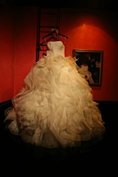Vera Wang Wedding Gown - Jewish Wedding NYC {Capitale NY, Anthony Vazquez Photography} - mazelmoments.com