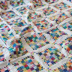 I had my first sewing day in the studio in weeks! I finally got this queen size quilt top together. It has now been pressed, folded,… Quilting Projects, Quilting Designs, Quilting Ideas, Elephant Quilt, Postage Stamp Quilt, Queen Size Quilt, Quilt Modernen, String Quilts, Scrappy Quilts