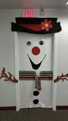 Office door decoration contest The Effective Pictures We Offer You About navidad escenas de A quality picture can tell you many things. You can find the most beautiful pictures that can be presented to you about navidad animada in this account. Christmas Classroom Door, Christmas Humor, Classroom Decor, Christmas Fun, Christmas Cubicle Decorations, Christmas Door Decorating Contest, Office Decorations, Decor Ideas, The Grinch