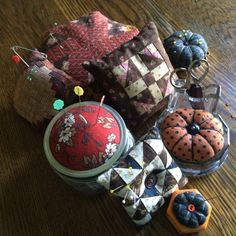 Betsy's Best .....quilts and more  --  pincushions made from Civil War repro fabrics  --  (for ideas only)