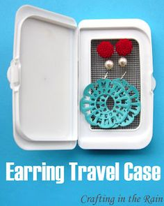 Crafting in the Rain: Earring Travel Case  Uses a Costco/Kirklands baby wipes lid! I throw those away ALL the time! Love having a use for them!!