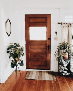 Benefits that you could derive by using the interior wood doors for your home or office. Decoration Bedroom, Entryway Decor, Home Interior, Interior Doors, Home And Deco, First Home, Minimalist Home, Wood Doors, Cozy House