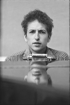 Don Hunstein Bob Dylan at the Piano, New York City      1963 - Bob Dylan, Chimes of Freedom