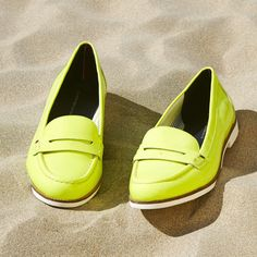 Neon always stands out on the beach #TommyHilfiger