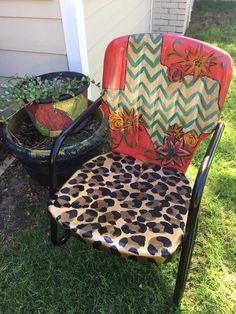Outdoor Lounge Furniture: Whether you are looking at chairs or tables, this is what you need to relax. Western Furniture, Funky Furniture, Furniture Projects, Furniture Makeover, Home Projects, Painted Furniture, Outdoor Furniture, Outdoor Decor, Upscale Furniture