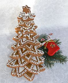 Wonderful and delicious Homemade Christmas Tree Food Inspirations TipsVeronika Kralova's media content and analytics Don't you love the way they have used a cute Christmas decoration. Christmas Themed Cake, Fruit Christmas Tree, Homemade Christmas Tree, Cute Christmas Decorations, Christmas Tree Cookies, Christmas Gingerbread House, Christmas Baking, Christmas Cookies, Chocolate Tree