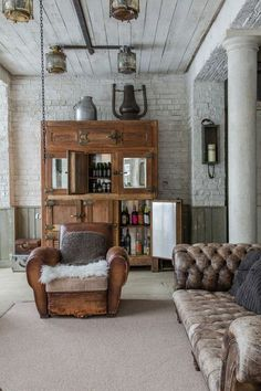 57 best modern rustic living room decor ideas you need to design example 34 Vintage Industrial Decor, Industrial Interior Design, Industrial Interiors, Interior Design Living Room, Living Room Designs, Living Room Decor, Vintage Lighting, Vintage Decor, Vintage Items