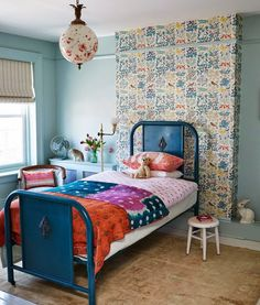 Bohemian Vintage Kids' Room: A little girl's room full of colorful prints . Bohemian Chic Home, Bohemian Kids, Casa Kids, Deco Boheme, Childrens Room Decor, Kids Room Design, Little Girl Rooms, Kid Spaces, Girls Bedroom