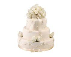 Svatební dort 32 Třípatrový svatební dort, o rozměrech 18 cm, 24 cm a 32 cm, obalen fondánem, dozdoben královskou glazurou, živými květy a saténovými stuhami Cake, Food, Pie Cake, Pie, Cakes, Essen, Yemek, Meals, Cookie