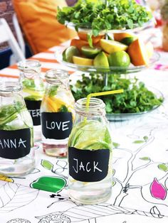 Chalk paint personalized glasses for summer parties. #AvosfromPeru