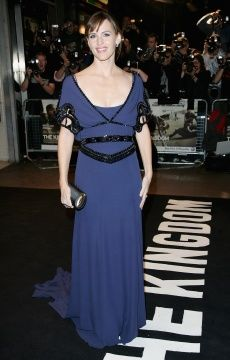 """Jennifer Garner wearing the Long Jean Dress from the Temperley London Spring/Summer 2008 collection, at """"The Kingdom"""" premiere in London."""