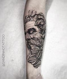 Tatuagem feita por Sandinho de Minas Gerais. Deus grego em blackwork. #tattoo #tatuagem #arte #art #design #tattoo2me #blackwork