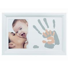 With Baby Art you'll be sure to offer an unforgettable baby gift. Baby Art offers several types of original memory makers: prints, frames and sculptures. Newborn Crafts, Baby Crafts, Diy Crafts For Kids, Crafts To Do, First Mothers Day, Barbie Party, Baby Memories, Baby Art, 1st Boy Birthday