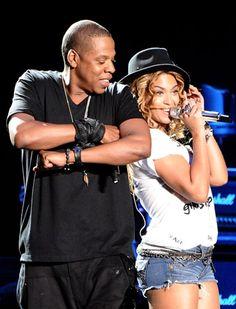 Beyonce and Jay Z, Beyonce draagt hier een short met een leuk shirt! Het hoedje maakt de look compleet, love it
