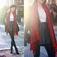 Ariadna M. - Tartan scarf