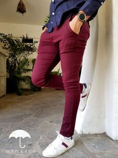 Ideas of How to Wear Burgundy Shoes Outfit for Mens Maroon Vans, Oxblood Loafers Burgundy Pants Men, Burgundy Chinos, Red Chinos, Maroon Pants, Oxblood Jeans, Burgundy Shoes, Fall Fashion Outfits, Fashion Pants, Casual Outfits