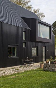 Billedresultat for kviste design Modern Barn House, Barn House Plans, Modern Houses, Cabin Design, Tiny House Design, House Cladding, Contemporary Barn, House Extension Design, Shed Homes
