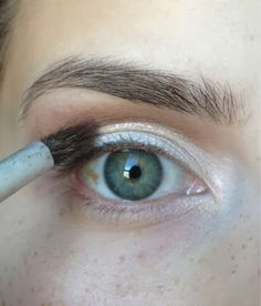 "Makeup look for ""Hooded Eyes"". Hooded eyes, as well as mono-lids, and eyes with ""abundant"" skin, or Even aging eyes, can be difficult to a. Makeup For Small Eyes, Makeup For Older Women, Makeup For Teens, Makeup Ideas, Eyebrow Makeup Tips, Eyeshadow Makeup, Eyeshadows, Makeup Application, Eyeshadow For Hooded Eyes"
