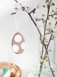Ceramic easter eggs with copper polka look