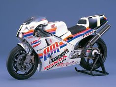 Kanemoto and Lawson/Tsujimoto, Honda RC30. 2nd place at Suzuka. 1993 World Endurance Championship.
