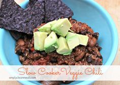 This slow cooker vegetarian chili is easy to throw together and incredibly flavorful. Perfect for a meatless Monday! #cleaneating #vegan #healthyslowcookerrecipes