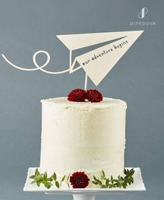 Be inspired by these creative and unique wedding cake toppers! 34 out-of-the-box ideas for your wedding cake topper Creative Wedding Cakes, Fall Wedding Cakes, Wedding Cake Designs, Wedding Cupcakes, Diy Wedding Cake Topper, Funny Wedding Cakes, Wedding Tables, Wedding Book, Unique Cake Toppers