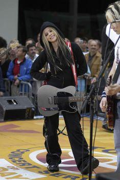 Últimas subidas - 096 2 - AvrilPix Gallery - The best image, picture and photo gallery about Avril Lavigne - AvrilSpain. Pop Punk, Avril Lavigne Style, Under My Skin, Taylor Momsen, Skater Girls, Punk Fashion, Jennifer Lopez, Pretty Woman, My Idol