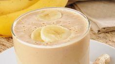Recipe: Skinny Peanut Butter-Banana Smoothie 1 cup skim milk 1 bananas, peeled + sliced 1 Tbsp reduced-fat peanut butter 1 packet Splenda® (or your favorite sweetener) Banana Drinks, Smoothie Drinks, Healthy Smoothies, Healthy Drinks, Healthy Snacks, Healthy Recipes, Power Smoothie, Workout Smoothie, Diet Recipes