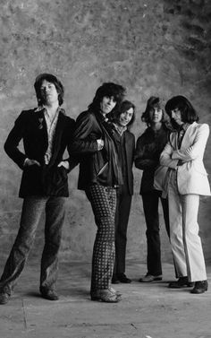 The Rolling Stones in 1971 featuring Mick Taylor alongside Mick Jagger, Keith Richards, Charlie Watts and Bill Wyman The Rolling Stones, Rock N Roll, 70s Music, Rock Music, Rock And Roll Fashion, Rollin Stones, Charlie Watts, British Rock, British Invasion