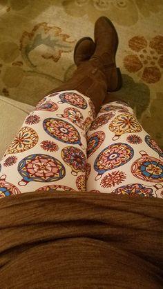 Christmas leggings ! $20 and under!! What??? #blackfridaysale #leggings #Christmas  #fashion